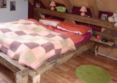 Cadre de lit et tête de lit en veille poutre